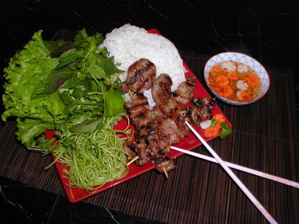 Hướng dẫn làm Top 10 món ăn ngon vỉa hè Hà Nội ngon.
